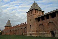 Forntida Smolensk kremlin på det västra av Ryssland royaltyfria bilder
