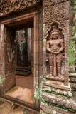 Forntida snida för skulptursandsten av jätten på vaten Phou, södra Laos Vaten Phou var en del av en khmervälden centrerade på royaltyfri fotografi