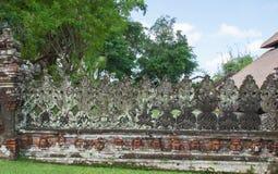 Forntida sniden stenvägg av templet Royaltyfri Bild