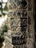Forntida sniden wood stolpe för Nepali Royaltyfria Bilder