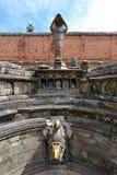 Forntida springbrunn i Bhaktapur nepal Nu förstört efter en mass Arkivbild