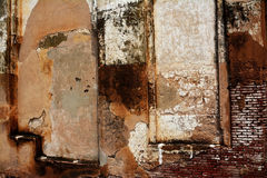 Forntida sprucken väggtextur Arkivfoto