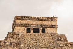 Forntida stad av Chichen Itza på en regnig dag, Yucatan, Mexico royaltyfria bilder