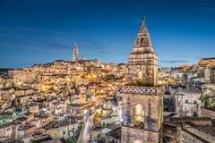 Forntida stad av Matera på skymning, Basilicata, Italien arkivbild