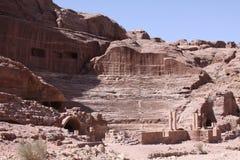 Forntida stad för grottaboningar av Petra Royaltyfria Foton