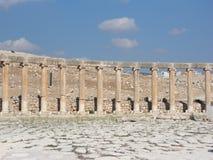 Forntida stad för kolonner av Jereah i Jordan Marketplace Arkivbild