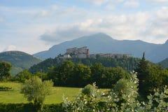 Forntida stad FRONTONE, Marche, Italien Arkivfoton