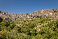 Forntida stad i grottorna av Khndzoresk royaltyfri fotografi