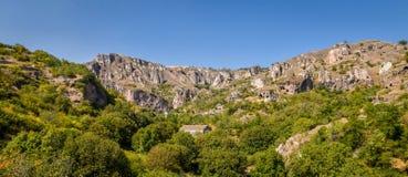 Forntida stad i grottorna av Khndzoresk arkivfoton