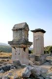 forntida stad klippt patar rocktombskalkon Arkivfoto
