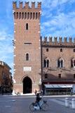 Forntida stadshus i Ferrara, Italien Arkivbild