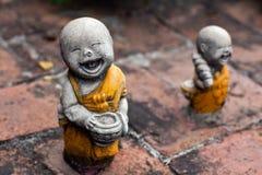 Forntida statuette på tremplen i Ayuttaya, Thailand arkivbild
