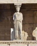 Forntida staty för karyatid, erechteiontempel, Aten Royaltyfri Bild