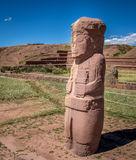 Forntida staty på Tiwanaku Tiahuanaco, Pre-Columbian arkeologisk plats - La Paz, Bolivia arkivfoton