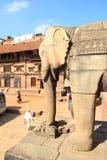Forntida statyer i Bhaktapur. arkivbild
