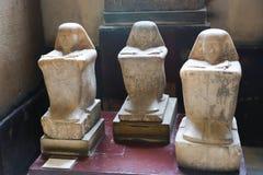 Forntida statyer i det egyptiska museet Egypten Royaltyfria Bilder