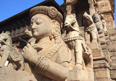 Forntida statyer i Nepal. royaltyfri foto