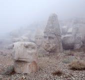 Forntida statyer på överkanten av Nemrut monterar, Anatolien, Turkiet Royaltyfria Bilder