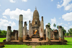 forntida staue buddha i korrekt läge Arkivfoto