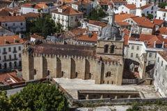 Forntida stenkyrka i Coimbra, Portugal royaltyfri fotografi