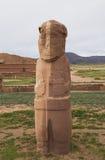 Forntida stenstaty av en präst i Tiwanaku, Bolivia royaltyfri fotografi