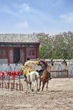 Forntida stilhästshow på Hengdian världsstudior, Kina Arkivfoto
