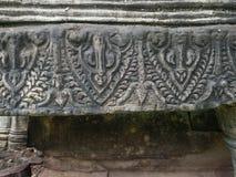 Forntida stilmodell på sandstenen som snider på historiska Phimai Arkivfoto