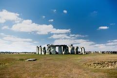 Forntida Stonehenge vaggar bildande nära Salisbury arkivfoto