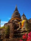 Forntida struktur med gamla pagoder mot blått sk Royaltyfri Foto