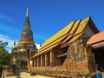 Forntida struktur med gamla pagoder mot blått sk Fotografering för Bildbyråer