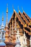 Forntida stupa på den buddistiska templet, Thailand Arkivfoto