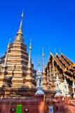 Forntida stupa på den buddistiska templet, Thailand Royaltyfria Foton