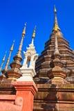 Forntida stupa på den buddistiska templet, Thailand Royaltyfri Foto