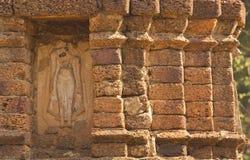 Forntida stupa på Wat Chedi Chet Thaew, si Satchanalai, Thailand Royaltyfri Fotografi