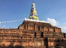 Forntida Stupa på Wat Phra Prathon Chedi, Thailand Fotografering för Bildbyråer
