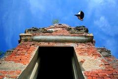 Forntida Stupa Wat Mahathat i Thailand Royaltyfri Fotografi