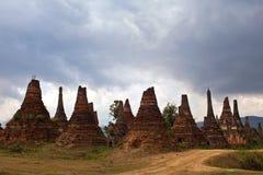 Forntida stupas i den Sangkar byn, Myanmar Arkivfoton