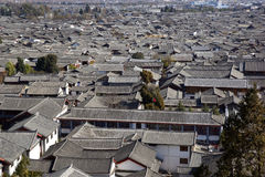 Forntida tak i Lijiang den gamla staden, Yunnan Kina Arkivbild