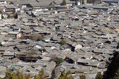 Forntida tak i Lijiang den gamla staden, Yunnan Kina Arkivbilder