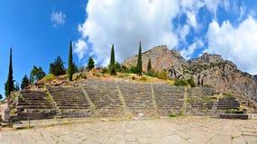 Forntida teater, Delphi, Grekland, 180 grader foto Royaltyfri Foto