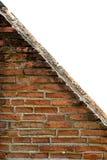 Forntida tegelsten för triangel med vit bakgrund Royaltyfri Foto