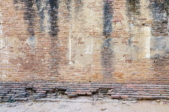 Forntida tegelstenvägg av templet i Bagan, Myanmar Royaltyfria Foton