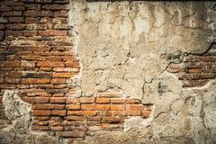 Forntida tegelstenvägg med murbruk Royaltyfria Foton