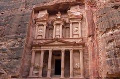 Forntida tempel Al Khazneh Treasury jordan petra Fotografering för Bildbyråer