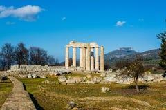 Forntida tempel av Zeus i Nemeaen Arkivbild