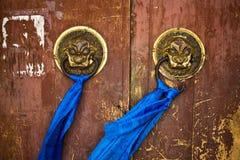 forntida tempel för dörrhandtag Royaltyfria Bilder