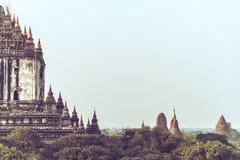 Forntida tempel i Bagan royaltyfri foto
