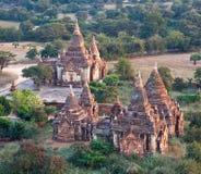 Forntida tempel i Bagan den arkeologiska zonen, Myanmar Royaltyfria Foton