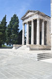 Forntida tempel i Pula royaltyfri fotografi