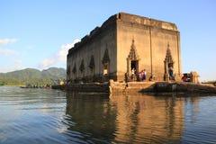 Forntida tempel i Sankhlaburi Arkivfoton